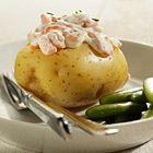 Een heerlijk recept: Gepofte aardappelen met garnalen en sugarsnaps