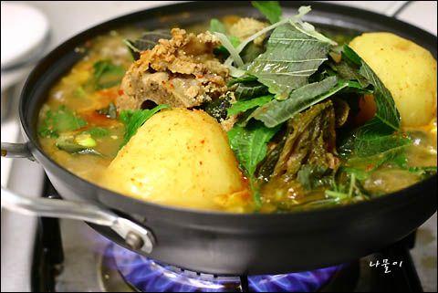 簡単!韓国料理レシピ > 単品料理 > 鷹岩洞(ウンアムドン)のビョダグィカムジャタン(骨付き豚のカムジャタン) ^^