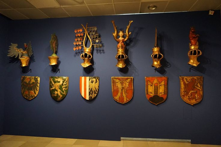 Helmets with crests and their coat of arms