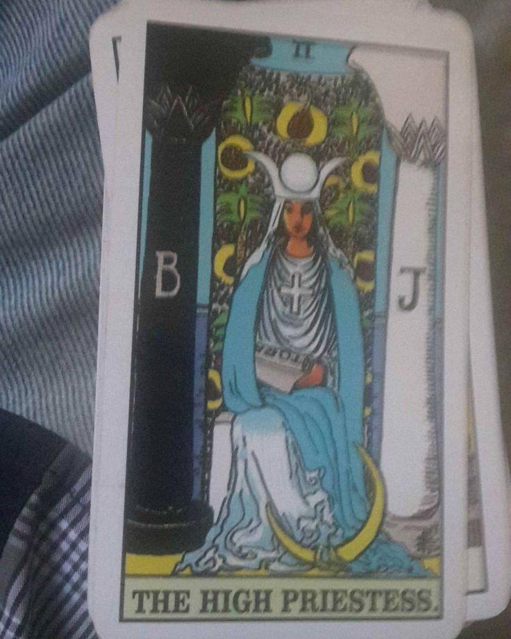 KARTUMU HARI INI :  2.The High Priestess  Kartu berlambang The High Priestess (Pendeta Tinggi Wanita) adalah simbol kesadaran yang  mewakili aneka sisi kebijaksanaan kedamaian pengetahuan dan pengertian. Dia sering digambarkan sebagai penjaga bawah sadar.  Sebuah simbol kebijaksanaan batin tertinggi yang mewakili segala usaha pencerahan spiritual batin pengetahuan dan kebijaksanaan. Sebuah tanda bahwa tidak memandang apa dan siapapun kita?  Sebenarnya kita memiliki pemahaman yang mendalam…