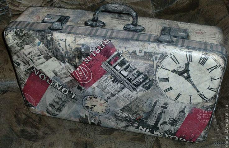 """Купить Винтажный чемодан """"Мелькали годы, люди,города..."""" - черно-белый, город, Париж"""