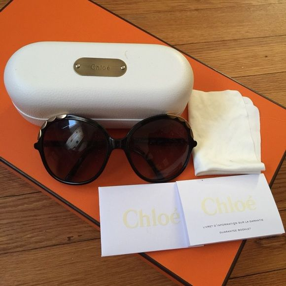 Preloved Chloe Women's Sunglasses Preloved in a perfect condition. It's really chic and stylish for this upcoming Spring and Summer season. It comes complete with the case and booklet from Chloe. Chloe Accessories Sunglasses