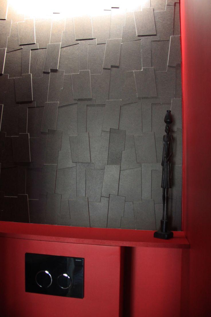 Puzzle 3D et éclairage indirect dans les WC suspendu avec tablette pour la décoration.