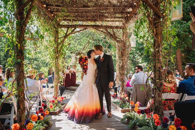 The response to Linko's dress was so positive that she now offers custom airbrushing for other brides, so look out for more jaw-dropping gowns on Instagram.