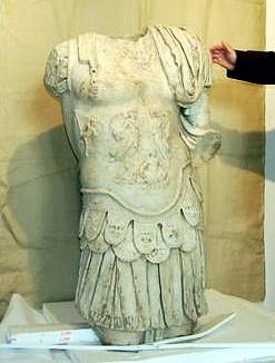 Tronco de escultura romana,encontrada en el Yacimiento de ...