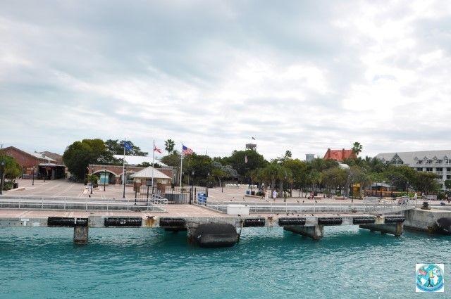 Cine a auzit deKey West? Cine știe că Key West cu a sa Malory Square e cel mai sudic loc din Statele Unite ale Americii? Puteți călători cu noi pentru a-l vedea