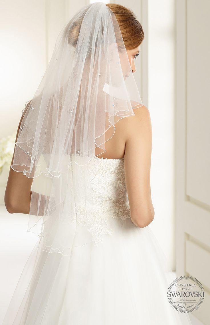 Beautiful veil S72 from Bianco Evento #biancoevento #veil #swarovski #weddingdress #weddingideas #bridetobe