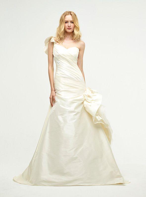 アクア・グラツィエがセレクトした、JENNY LEE(ジェニー リー)のウェディングドレス、JLE1422をご紹介いたします。