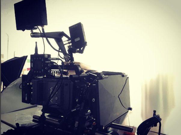 ARRI Amira, WCU-4 & Teradeck Bolt 2000 | Camaleón Servicios de cine Madrid.  Esta cámara está construida con un sólido esqueleto interno que garantiza la estabilidad de la cámara y la óptica. La electrónica sellada y encapsulada proporciona una gran protección frente condiciones de humedad y polvo, mientras que un núcleo térmico integrado resulta un sistema de refrigeración excepcionalmente eficiente... #AmiraPremium #Teradek #WCU4 #ARRI #Fiction #Rolling
