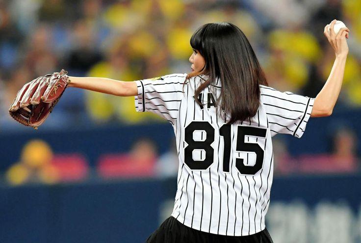 阪神本拠地開幕戦にヤイコ登場!国歌独唱&ノーバン始球式  デイリースポーツ #始球式