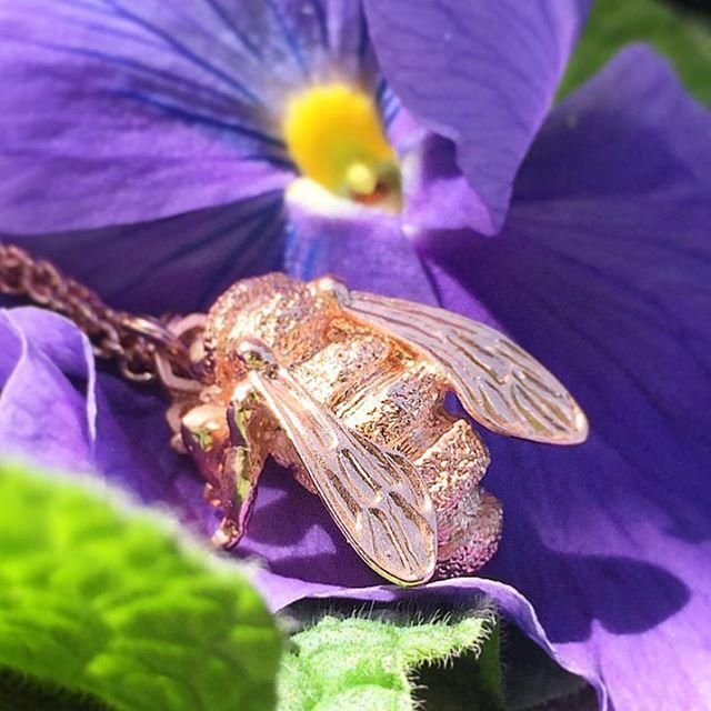 🌿🌸:: The Bee Pendant    Rose Gold :: 🌸🌿  .  .  .  #BillSkinner #bee #bumblebee #honeybee #queenbee #beejewellery #beejewelry #rosegold #stilllifephotography #jewellerylovers #jewellerydesign #jewelrydesigner #rosegoldbee #purpleflowers #floral #handcarved #kent