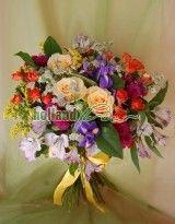 Buchet cu trandafiri, mini trandafiri, iris si alstroemeria
