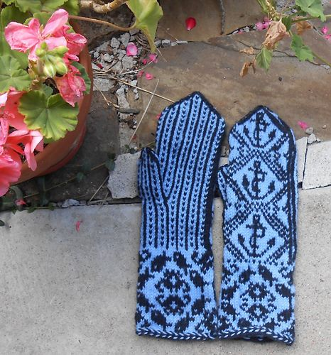 Ravelry: nanetteb's Nautical Mittens