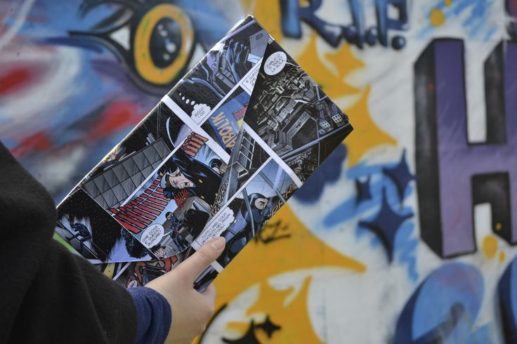 Pochette in cartone e fumetti riciclati made in ScartuP
