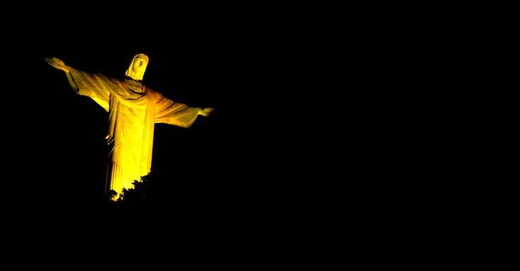 O Cristo Redentor é iluminado de amarelo, no Rio de Janeiro. A ação faz parte do movimento Maio Amarelo de 2016, e tem como objetivo discutir o tema segurança viária e mobilizar toda a sociedade a debater os altos índices de acidentes de trânsito