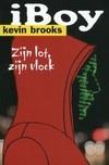 Kevin Brooks - een stukje iPhone in je hoofd en je bent opeens een wandelende database. Je weet alles, ziet alles en kan dingen van een afstand besturen. Dat is handig als er van alle kanten bedreigingen zijn...