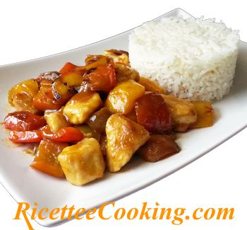 Ingredienti: riso basmati, petto di pollo, peperone giallo, peperone rosso, farina, aglio, arancia, aceto di mele, zucchero, salsa di soia, acqua, peperoncino in polvere, sale, olio