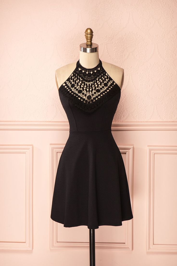 Robe trapèze à licou sans manches noir au tissus extensible et buste de dentelle - Sleeveless stretchable a-line halter black dress with lace neckline