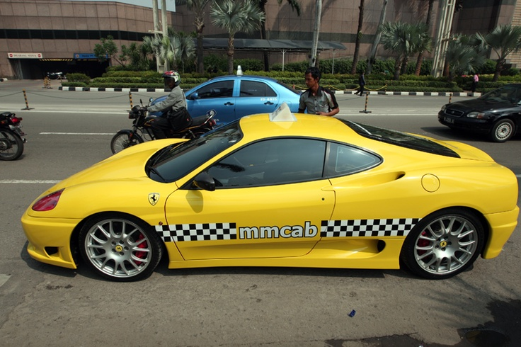 After causing a buzz in Jakarta by offering a free ride to passengers, a Ferrari taxi operator has admitted that the taxi was intended solely for the purpose of shooting a movie. (JG Photo/Safir Makki).