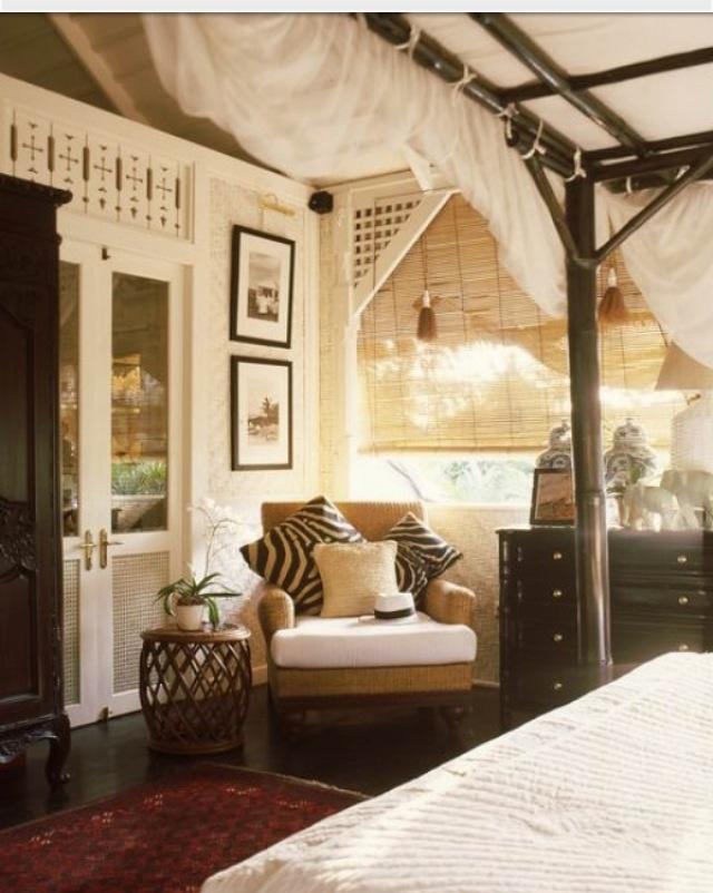 les 23 meilleures images du tableau style colonial d 39 interieur sur pinterest belle maison. Black Bedroom Furniture Sets. Home Design Ideas