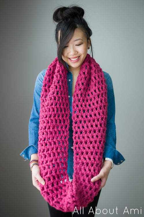 Long, double crochet cowl: free pattern