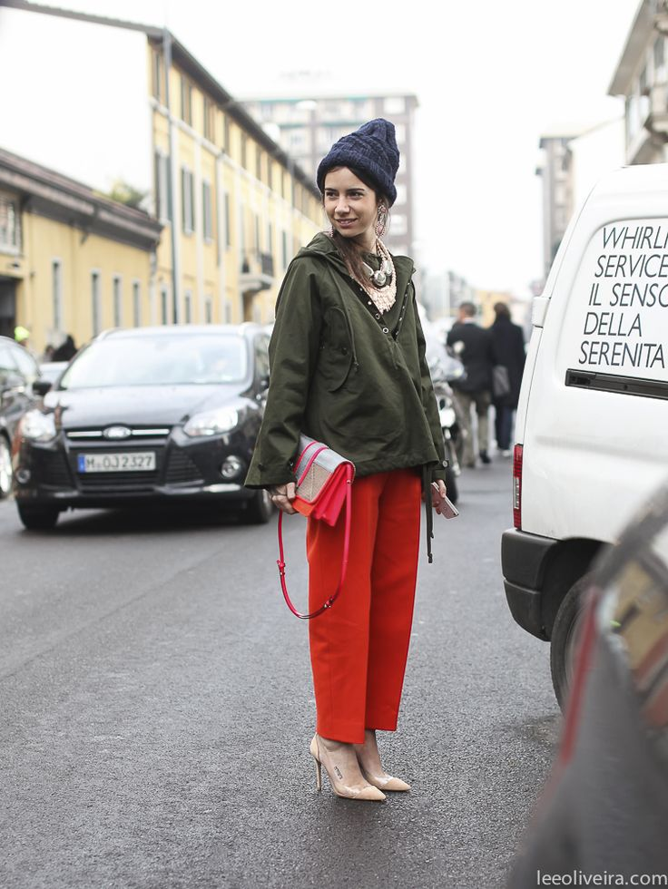 right so I'm not going to pretend that I am not confused. this is Natalia (not Natasha) Goldenberg in Milan. are they related? either way, Natalia looking pretty damn cool here in Milan. #LeeOliveira