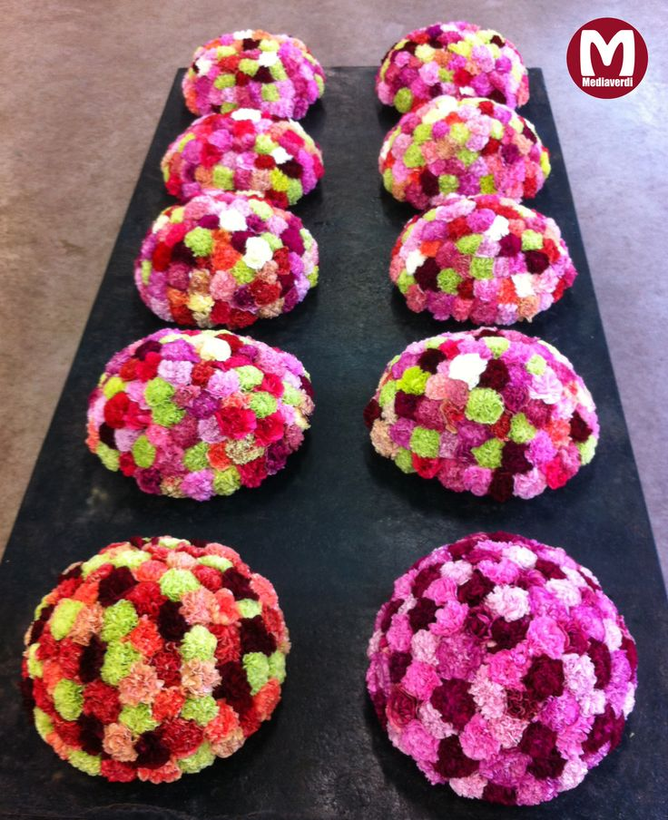 Arrangementen van Mediaverdi-Anjers voor de benefietveiling 'Ride for the Roses' KWF kankerbestrijding / arrangements of Mediaverdi-Carnations for the charity auction 'Ride for the Roses'