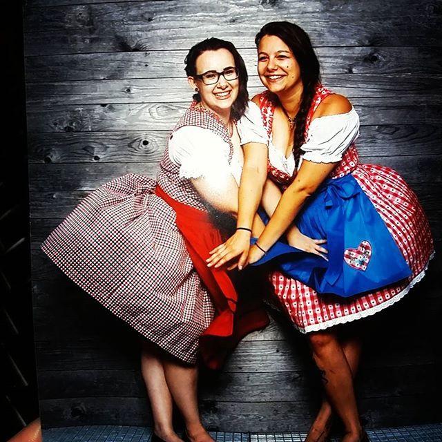 kirchtagsfoto  #fotoshooting#baby#friendshipgoals#friends#love#viki17#viki2k17#love#drunkgirls 🍷🍻 @_sabseey