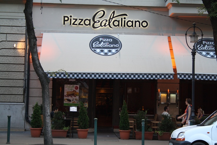Pizza EATaliano: If you want to people watch while munching on your pizza, this is the perfect option. Part of a chain (don't fret though), this restaurant serves a mix of pasta dishes and pizzas with prices that don't match its 5* location.