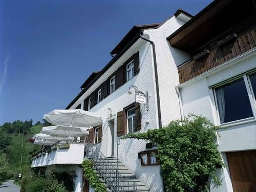 Landhaus Sternen Sipplingen Offering free WiFi and a terrace, Landhaus Sternen is set in Sipplingen, 17 km from Konstanz. St. Gallen is 47 km from the property. The accommodation features a seating area. There is a private bathroom with a bath or shower in every unit.