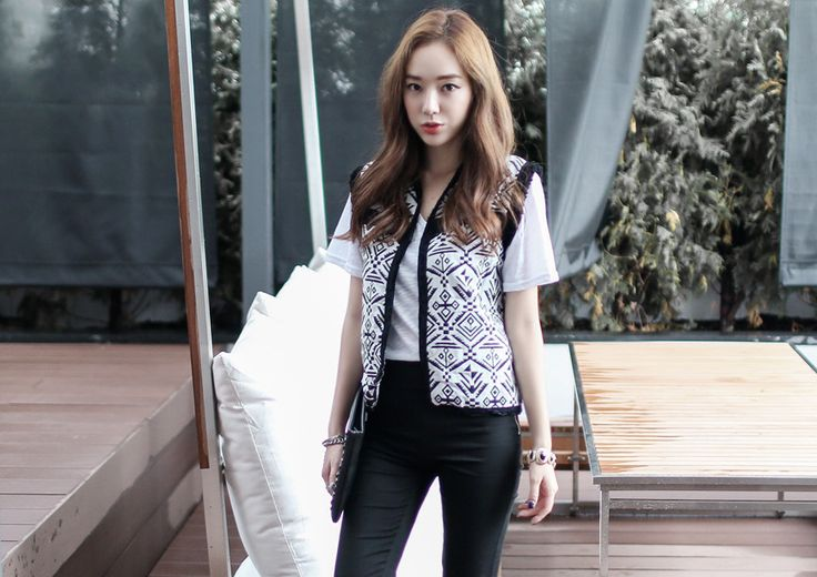 Loveliness of the female clothing shop. [Whitefox] VEST Versailles  / Size : FREE / Price : 22.76 USD Creates a unique sense of ethnic items available but I'm … #vest #outer #pattern #stylish #koreafashion #womanfashion #dailylook #chic #OOTD #WHITEFOX
