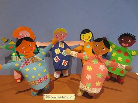 Niñ@s del Mundo, con el cartón de los rollos de papel higiénico. Video tutorial en la web.