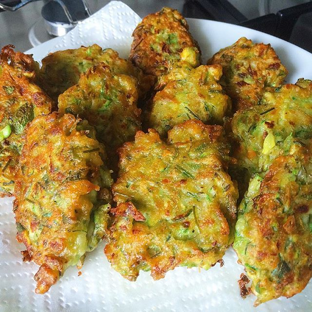 Summer Zucchini flower fritters... just delicious and made with very few ingredients... delicious!  Recipe is now online at the Hare & Tortoise Kitchen website   #fritters #zucchini #green #italianzucchini #zucchiniflowers #yum #delicious #friend #golden #italianfood #italiancuisine #eat #recipe #hareandtortoisekitchen #recipes #easyrecipes #zucchiniaustralia #garden #vegetables #veggies
