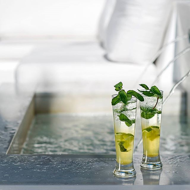 Time to cool off with a couple of refreshing mojitos! #welcomedrinks #luxury #greciansandshotel #hotels #welcomearea #hotel #cocktails #greciansands #cyprus #ayianapa #visitcyprus