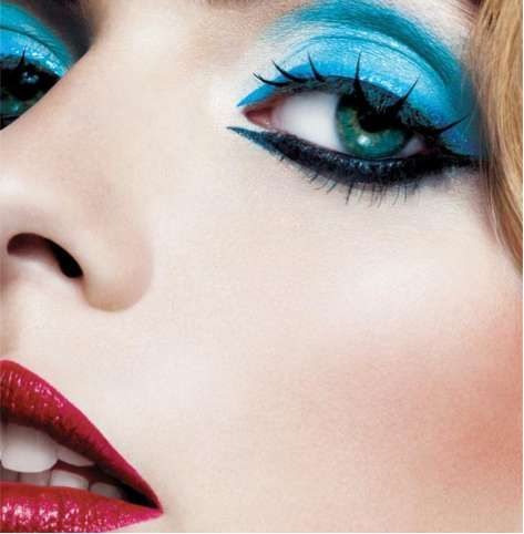 Aqua Blue & Rouge Lips #makeupguru a little much makeup not u recommend to wear outside on a normal day!