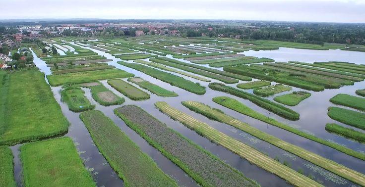 Het 'Rijk der Duizend Eilanden' klinkt als een exotische vakantiebestemming, maar we vinden het heel dicht bij huis: namelijk in het Noord-Hollandse Broek op Langedijk.