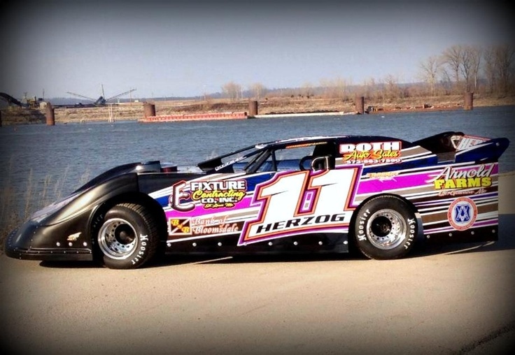 Late model racing by Rodney Nichols on Raceing Dirt late