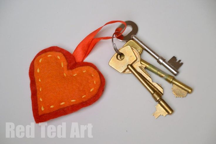 Christmas Gifts Kids Can Make: Felt keyring. {Red Ted Art}