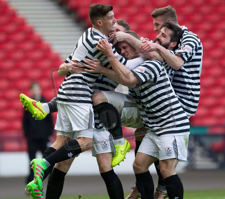 Queen's Park's players celebrate Ryan McGeever winning goal during the SPFL League Two game between Queen's Park and Arbroath.
