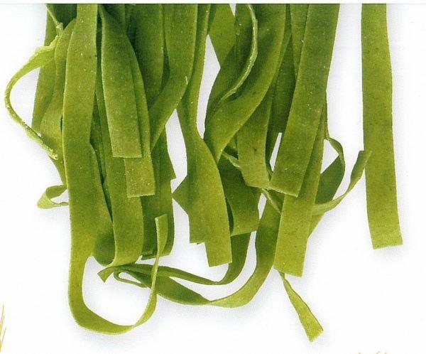 Tagliatelle verdi fatte in casa, ideali per essere cucinate con besciamella al gratinall'emiliana