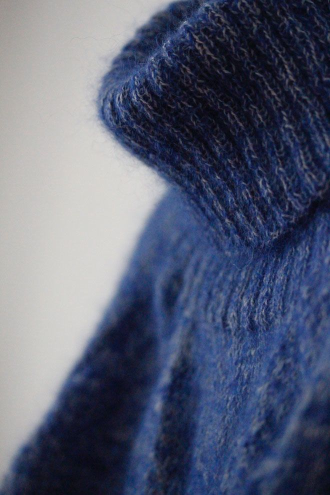 When i saw this pattern i knew i needed to knit it – in mohair. Kidsilk mohair+alpaca yarn. Luxurious. Hoping for a slightly 90s type furry-ball sweater :-D Started knitting this 12th of Febr…