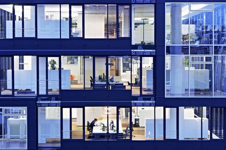 Schlaich Bergermann und partner — инженерная компания с мировой известностью. Их офисы расположены в Берлине, Нью-Йорке и Сан-Паулу, а штаб-квартира находится в Штутгарте, Германия. Над оформлением главного офиса работали архитекторы Ippolito Fleitz Group. Семиэтажное здание было построено еще в ...