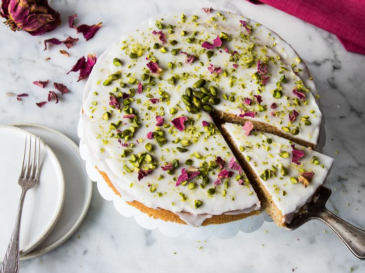 Betörend schön! Persischer Liebeskuchen mit Rosenwasser