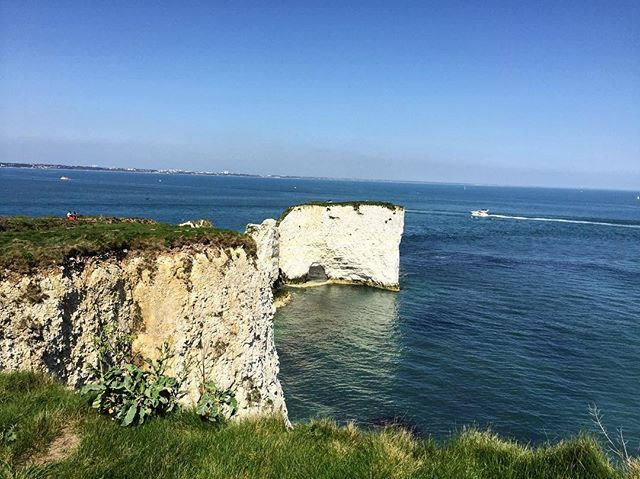 What a beautiful day yesterday got to spend it here with chums! Bonus. . . . . . #oldharryrocks #studlandbeach #studland #sea #seaviews #glorioussunshine #freshair #nofilter #coastline #nature_brilliance #nofilter