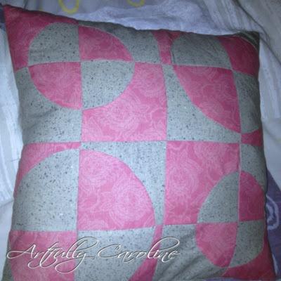 Artfully Caroline: Challenge : Pillow cover