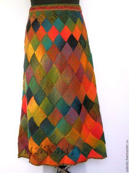 Вязаная длинная юбка `Тропическая рыбка` выполнена из полушерстяной пряжи класса люкс. Вязаная юбка мягкая, тонкая, нежная, теплая, уютная, шелковистая. Юбка связана по кругу.
