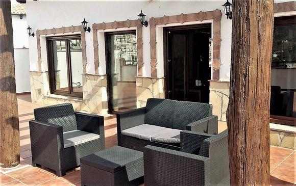 CANILLAS DE ALBAIDA, MÁLAGA. Casas Rurales La Posada. Disponemos de 2 casas independientes cada una de las cuales cuenta con 2 dormitorios, cuarto de baño, cocina equipada, salón comedor con chimenea y amplia #terrazaConJacuzzi, barbacoa, vistas al valle y piscina compartida. Situadas a los pies del Parque Natural #SierraDeTejeda y #Almijara en la comarca de #LaAxarquía, en un entorno de gran calidad paisajística.  #CanillasDeAlbaida #Málaga