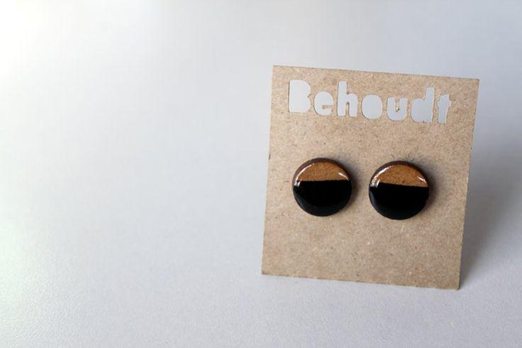 Black wooden earrings by Behoudt