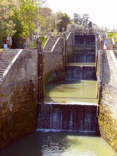 Les 8 écluses de Fonséranes, sur le canal du Midi à Béziers France