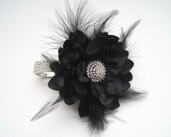 Negro pluma de diamantes de imitación pulsera por theraggedyrose